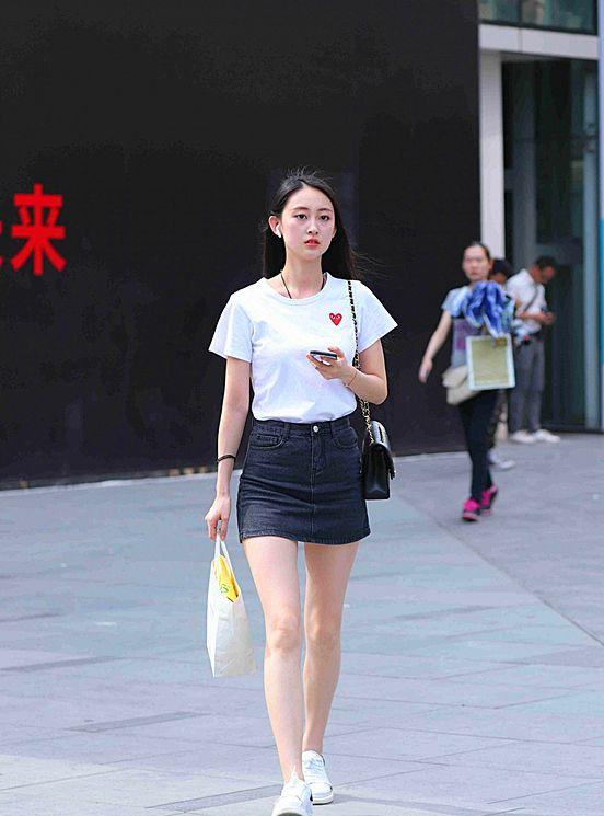 时尚街拍潮流美女,一个个身材高挑五官精致,真的很美很有范!