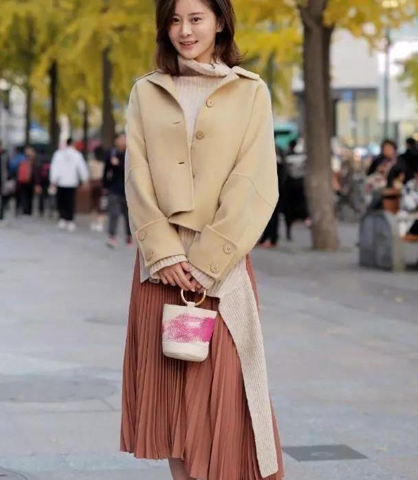 街拍:时尚的街拍达人都喜欢这么穿,进来学学吧