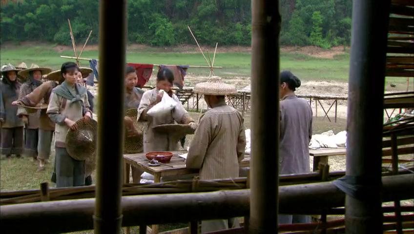 农村姑娘以为到南洋能发大财,不料去到才发现,工资不够买榴莲