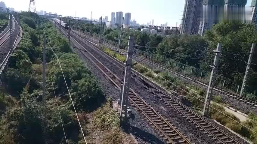上海开往北京的t110次南仓正线通过回送特种车辆乙级公务车