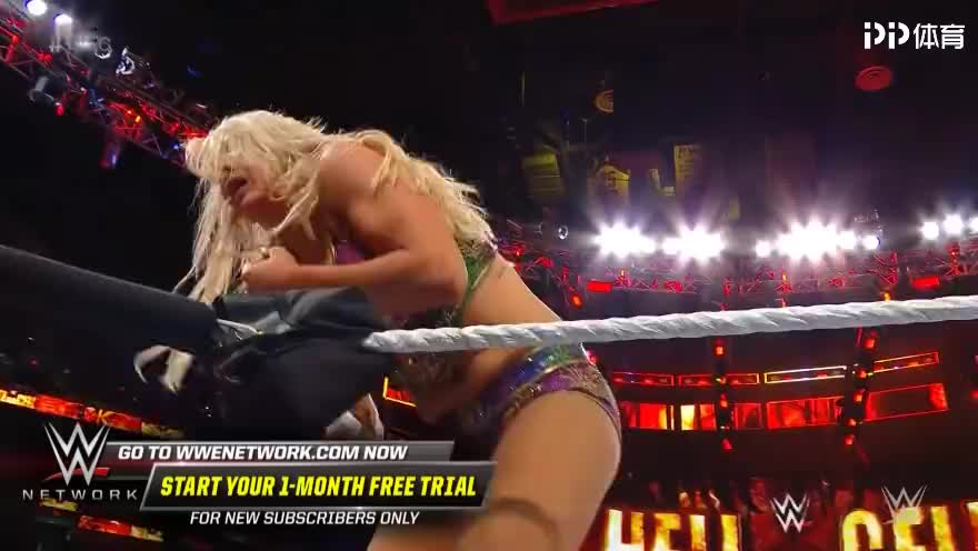 WWE精彩赛事集锦女皇夏洛特对决女汉子贝基林奇太狠了