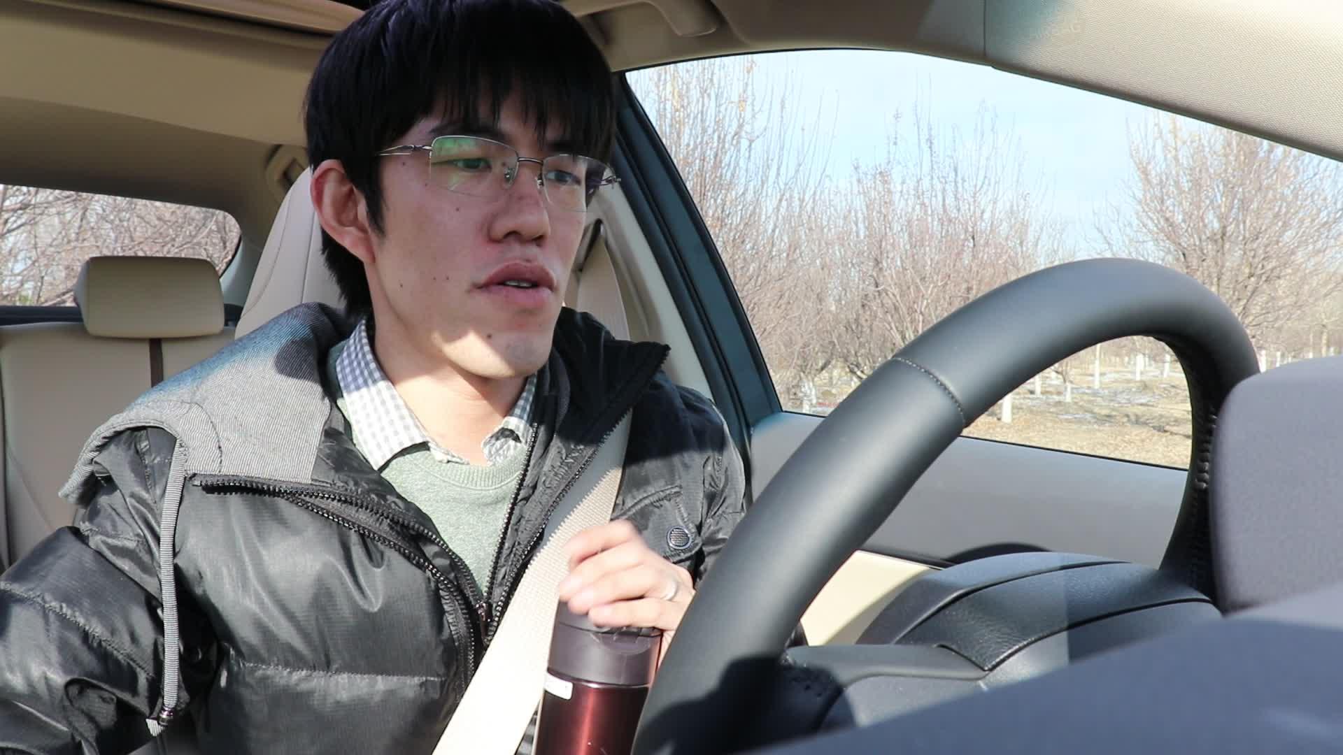 视频:试驾丰田凯美瑞有感,这款车不再是大叔们的座驾,也适合年轻人