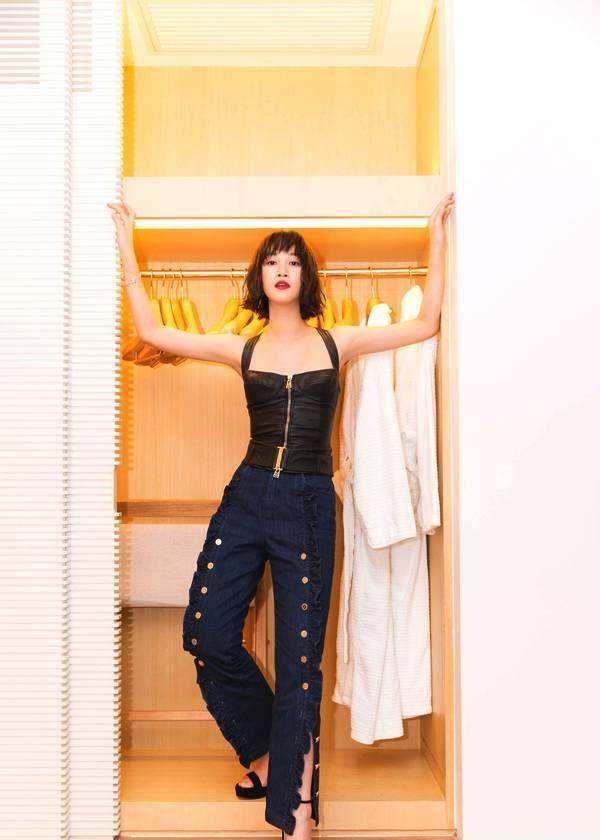 蓝盈莹干练短发搭牛仔裤男友力爆棚,女人帅起来就没男的什么事了