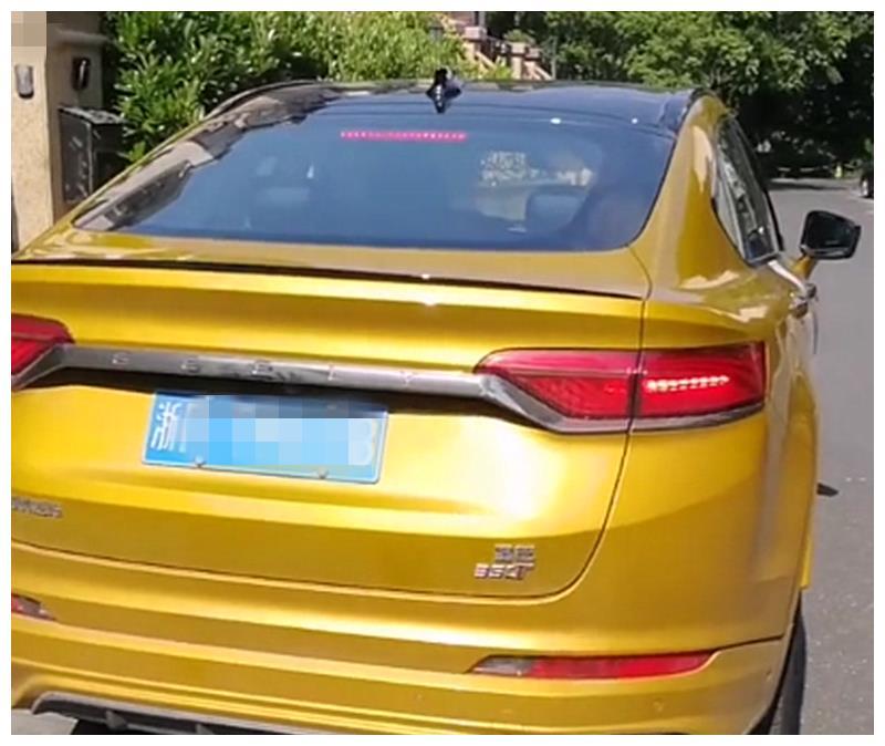"""最""""美""""国产SUV,4出、溜背车身,车价仅15万,满油跑982公里"""