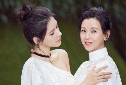 张予曦和妈妈像双胞胎,蔡依林妈妈像男人,看到她妈妈无力吐槽!