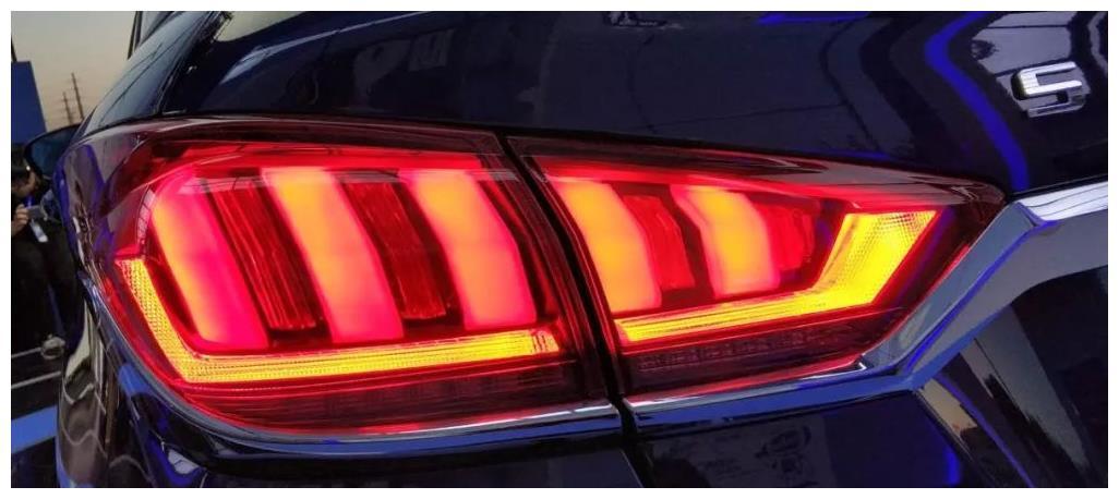 四轮独悬全LED大灯,1.5T+CVT轴距2665,不足6万比宝骏亲民!