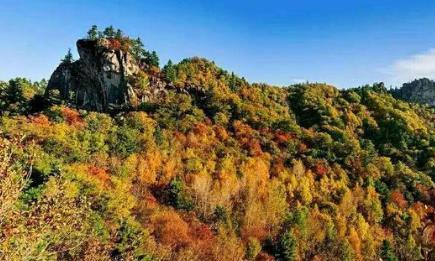 桃山悬羊峰有北国小黄山的美誉,景丽石奇,山险松秀,群峰叠翠