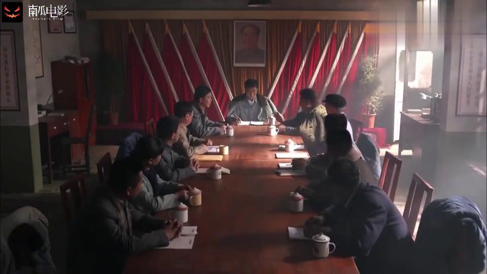 平凡的世界:田福军一个副主任,和冯世宽主任作对,他气得拍桌子