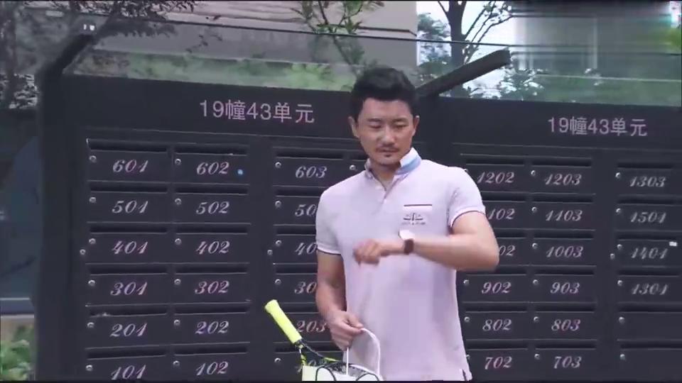 男子带着茉莉去打网球, 怎料前妻说男子改邪归正, 男子却无所谓