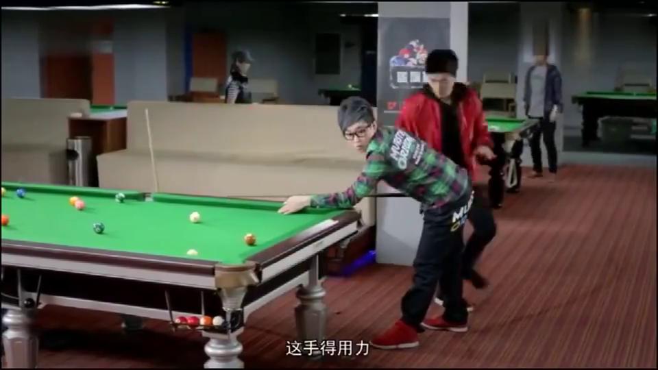 屌丝男士:大鹏打台球姿势不对,很多热心人来帮他指点