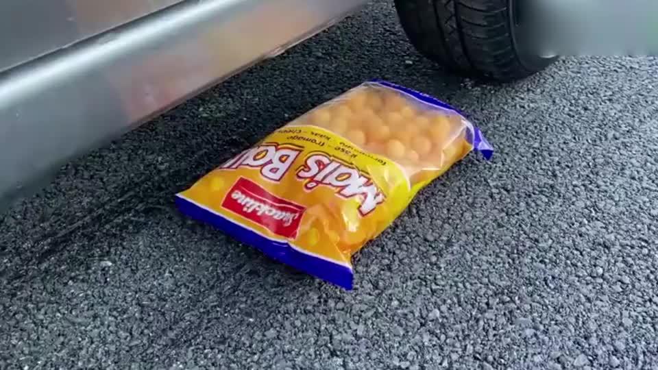 趣味脑洞实验:牛人使用小汽车碾压辣椒与柠檬