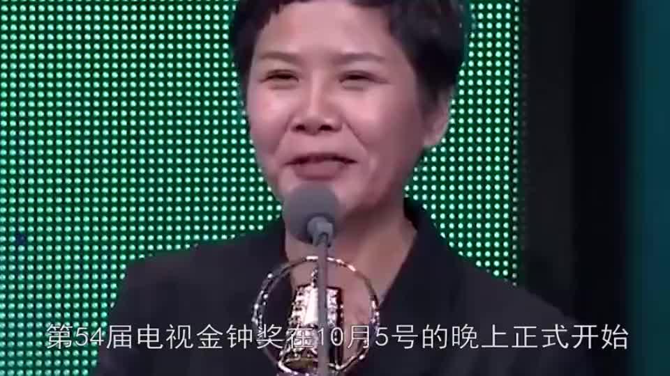 44岁贾静雯金钟奖封后一袭星空裙艳压全场