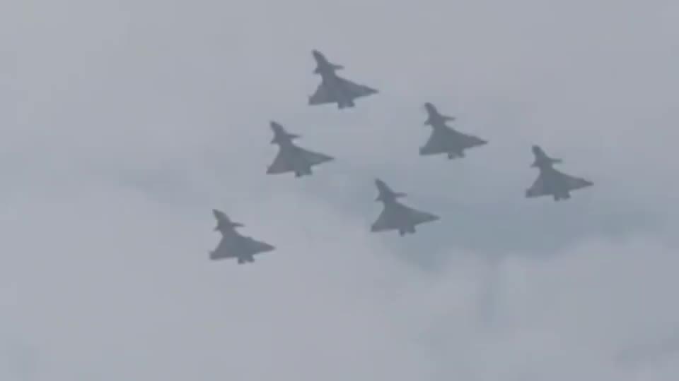 载弹量超枭龙若巴基斯坦引进新型歼10可全面压制印度阵风战机