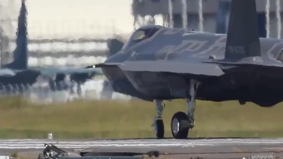 F35战机狂暴起飞发动机咆哮尾焰喷射