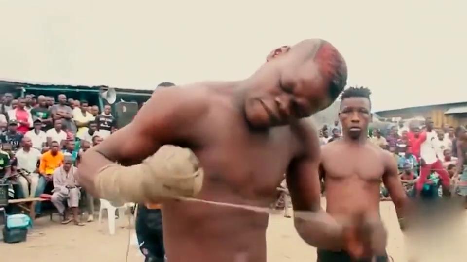 看了非洲部落的格斗比赛,瞬间感觉UFC什么的都弱爆了!