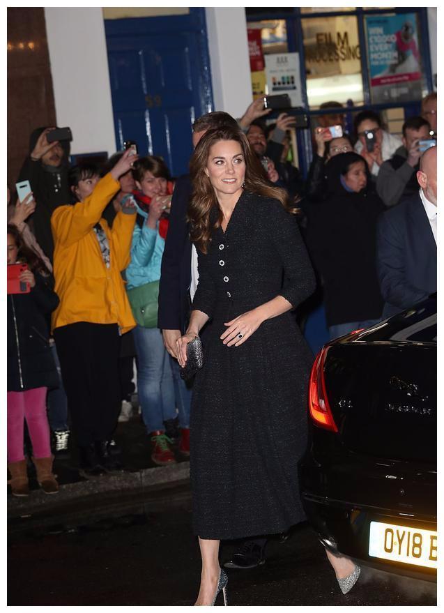 凯特王妃这次没让人失望!斜纹粗花呢子黑裙好美,风格总算改变了