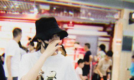 热巴剪空气刘海油腻又显老,27岁的年龄,脸看起来像37岁