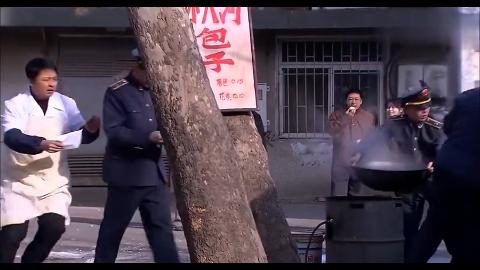 退伍团长摆摊被城管抓,不料工商局长是他的老部下这下好看了