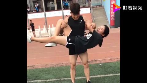 体育生臂力就是大满满的男友力啊网友这是大家理想的男朋友