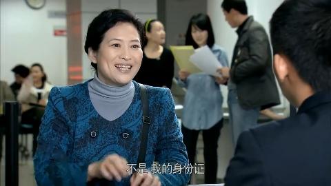 王喜贞想过户房子偷偷去房产局办理不料被小伙严词拒绝