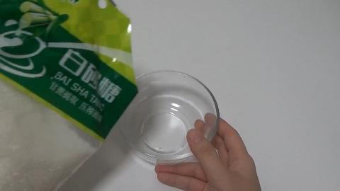 白糖和洗衣粉放在一起,太实用了,解决了不少家庭主妇的困扰