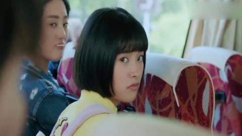 陈小希坐在了林静晓旁边陆杨直接就把她挤走了江辰都看笑