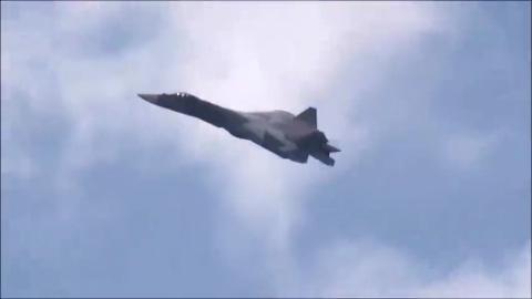 玩落叶飘技术的俄罗斯第五代战机T-50
