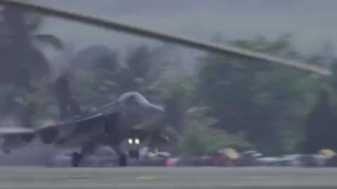 印度空军LCA光辉战斗机飞行表演展示绝技你强你强