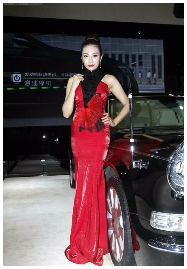 红旗不愧是顶尖豪车,有钱都不一定买得到,车模气质十足