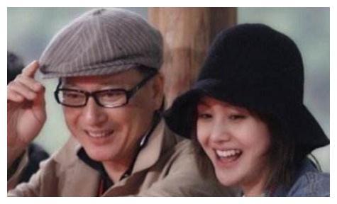郑爽老爸晒父亲节红包,给女儿的备注亮了,李易峰晒父子背影合照