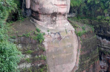 这尊佛像高71米,用了90年才建成,如今成了世界遗产