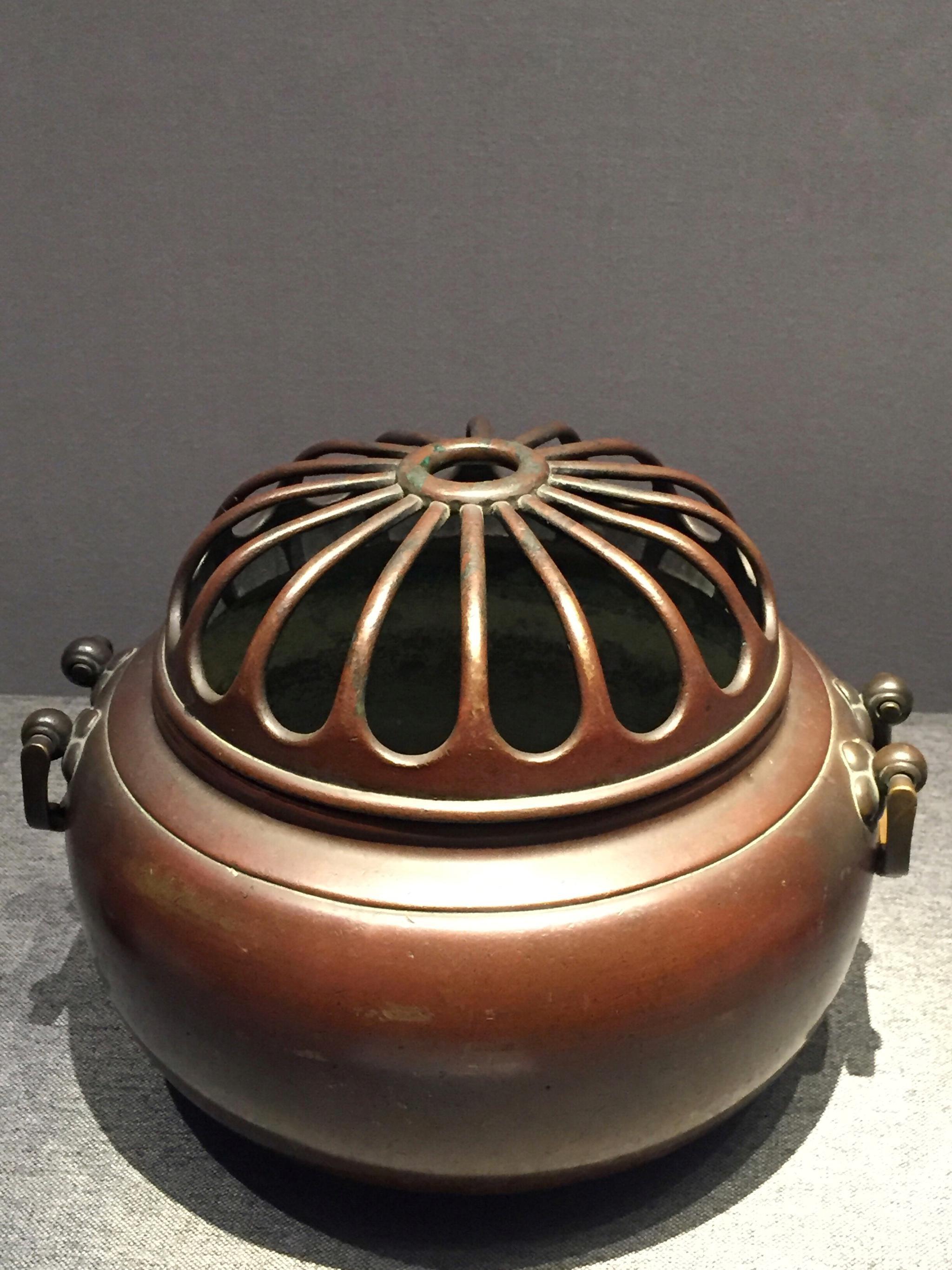 蒙古族文物 明朝 双耳铜熏炉 (鄂尔多斯博物馆馆藏)
