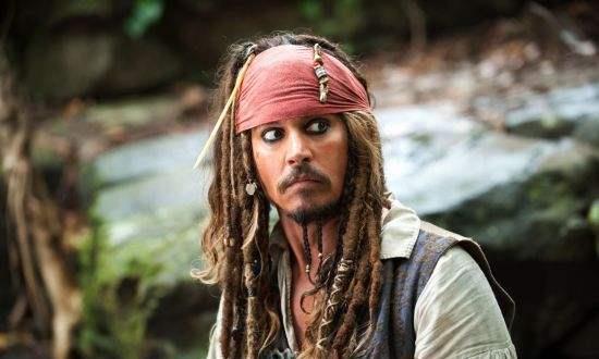 """约翰尼·德普终于现身,戴小眼镜显憔悴,但仍有""""杰克船长""""风采"""
