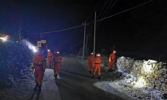 救援人员赶赴甘肃夏河震区抢险救灾
