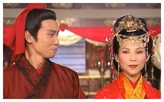 """同样是""""甄宓""""新娘装,蔡少芬有演技,李依晓身后的杨洋亮了"""