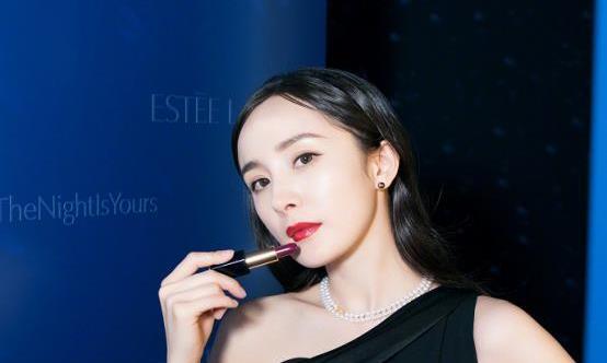 杨幂罕见与崔雪莉同框,同穿古典黑裙,身材与实力差距悬殊?