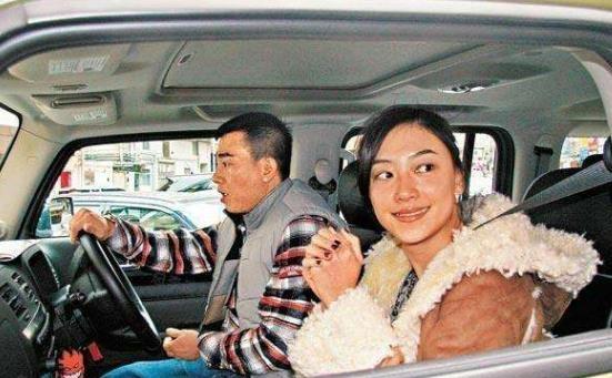 陈小春座驾10年雷打不动,老婆一直不让换车,网友:有这车知足吧