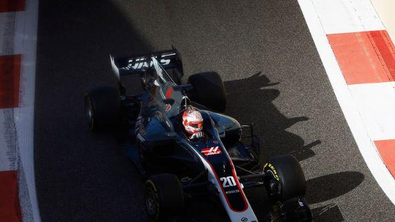 F1关注度极高,车手需要极高的综合素质,精彩无比的赛车运动
