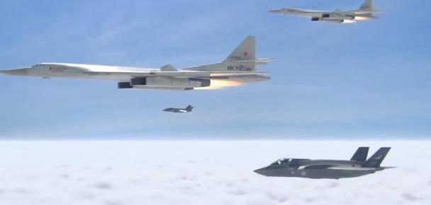 图-160日本海上演三甩F-35A戏码,从技术角度探究概率有多大