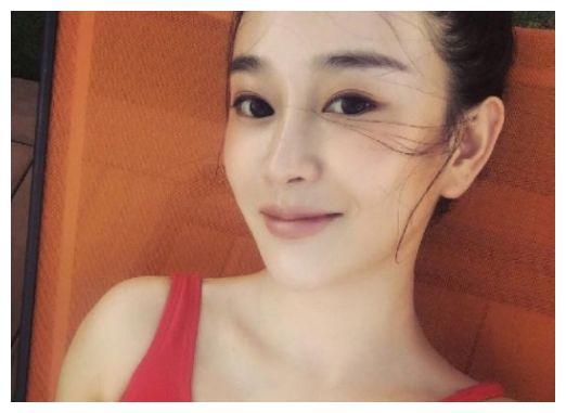 陈昱霖与明星合影曝光,谁注意到赵丽颖小表情?眼神已说明了一切