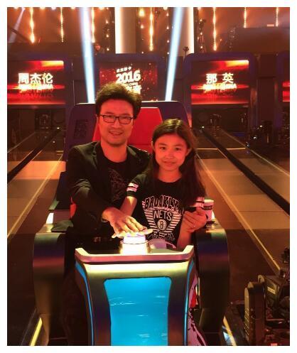 汪峰带着大女儿小苹果参加节目,小苹果长得不像爸爸,会像谁多?