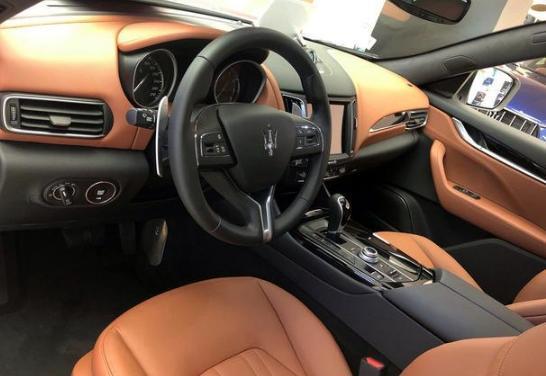 玛莎拉蒂第一款SUV,颜值在线,但内饰太过一般