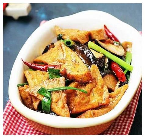 香菇烧豆腐角:用心去做,简单的食材,也能做出有味的下饭菜