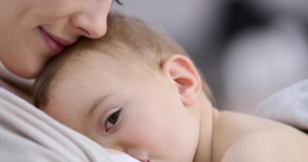 宝宝呛奶、吐奶、溢奶、厌奶,各种情况的应对方法,早学早受益!