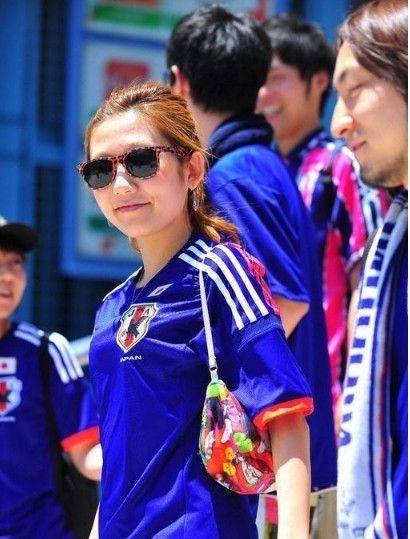 """世界杯美女球迷:看球还是看""""球"""",中国文化博大精深!"""