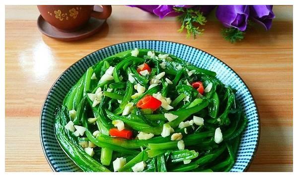 青菜这样炒百吃不厌,做法简单,五分钟就能搞定,吃了还不会长肉