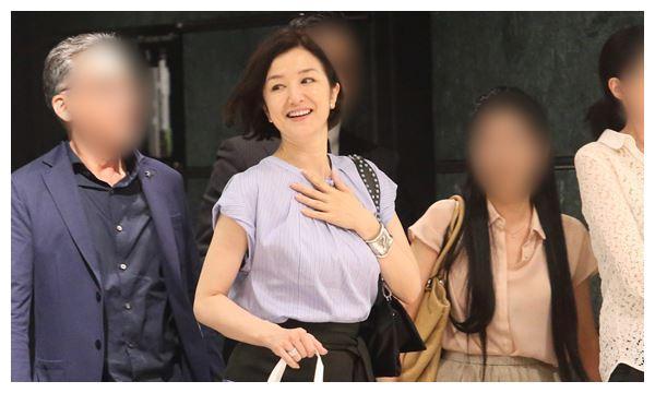 51岁铃木京香神似林青霞,搭档木村拓哉收视高,购豪宅与男友结婚