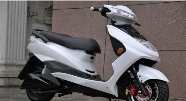 电动车和摩托车哪个更划算?看完视频你就明白了,别再买错