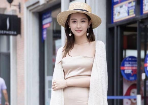 街拍美女:重庆美女优雅气质范十足,第一位就让我看呆了!
