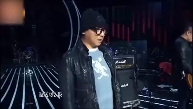 《我是歌手》工作人员给周晓鸥送耳返当场拒绝这就是实力